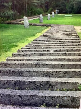 Treblinka, Polonia: A recreation of the path of the train tracks used by the Nazis to transport their Jewish victims.
