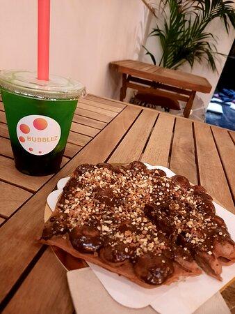Gaufre au chocolat et bubble tea kiwi