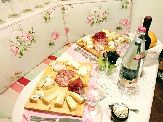 Oltre il Colle, Italy: Taglieri da asporto del Paganì (Paganì antichi sapori, prodotti tipici bergamaschi)