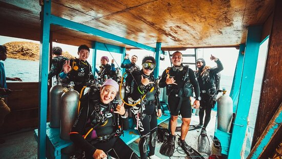 Fun Dive for Certified Divers (3 dives or 2 dives + trekking): BEFORE JUMPING TO BATU BOLONG