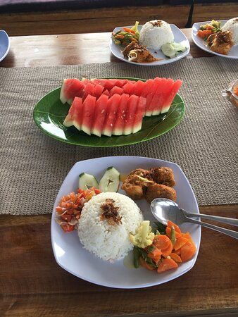 Fun Dive for Certified Divers (3 dives or 2 dives + trekking): THE BEST RENDANG AYAM