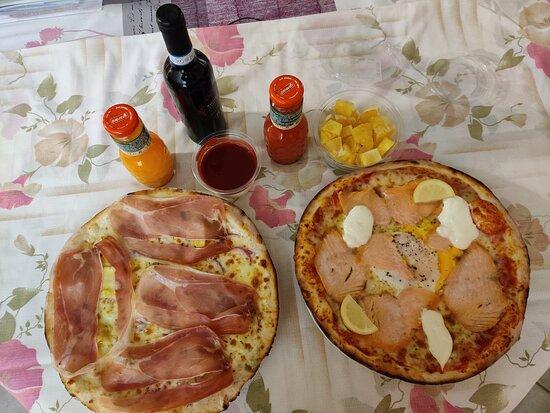 confinés ou pas on se faire plaisir avec : pizzas ou pâtes à emporter,  jus de fruits, desserts et vin délicieux