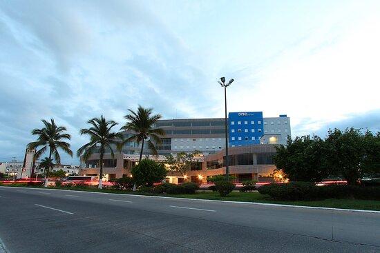 One Puerto Vallarta Aeropuerto
