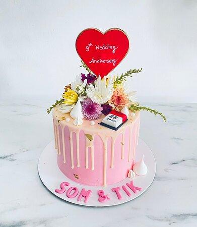 Wedding anniversary cake in Phuket at Patong #amariphuket #phuketcake #bakeryphuket #customsesign #handmade #weddinganniversary #phuketcakedelivery