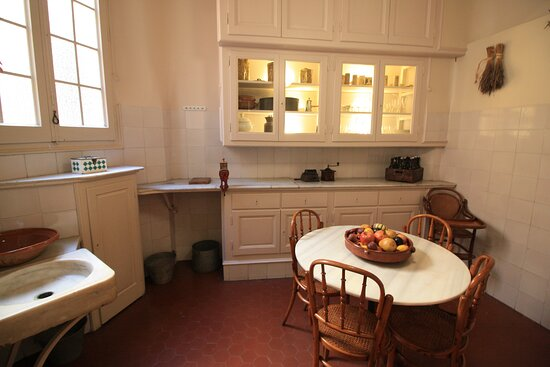 Apartment in Casa Mila 1900. Kitchen.