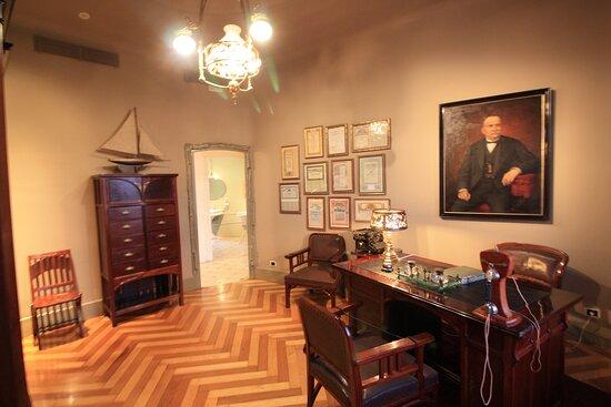 Apartment in Casa Mila 1900.. Living room.