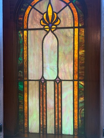 Charleston, IL: Original stained glass from the early 1900s