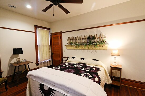 Munstead guest room