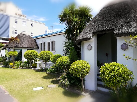Dolphin Inn Blouberg is centrally located only a block from the beach