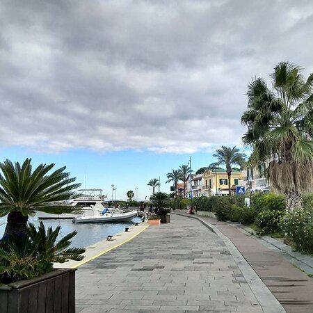 Isola d'Ischia, Italy: Per tuoi spostamenti affidati a noi taxi ischia express