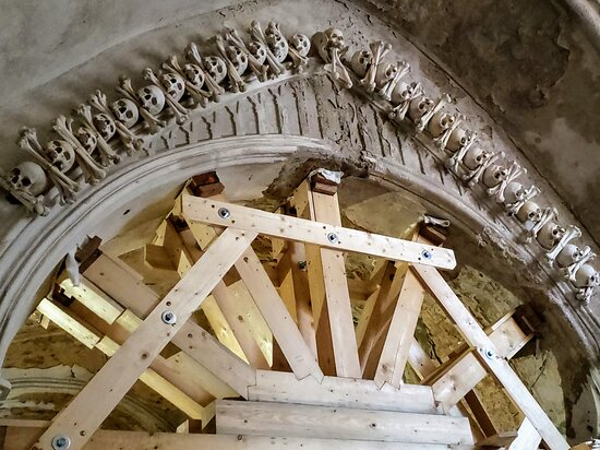Sedlec Ossuary, Kutna Hora, CZ: Skulls and Bones, everywhere.