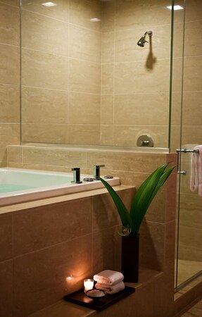 Luxury Suite Fuji Hot Tub