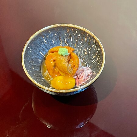 Purine bodies (Sea-urchin/Small raw egg/Bonito flakes/Salmon caviar sauce) over rive