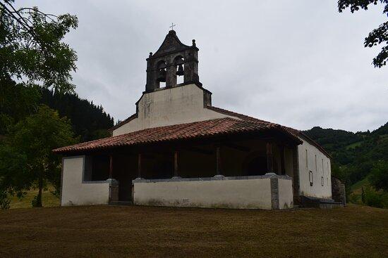 Serrapio, Tây Ban Nha: Achterkant iglesia