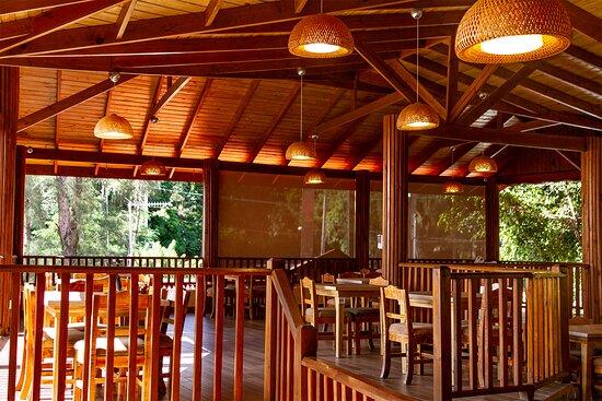 Vista de la parte superior para eventos • View of the second floor area dedicated to events.