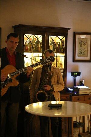Музичні вечори в затишному барі