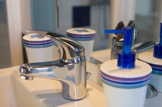 Dompierre sur Mer, France: Salle de bain chambre Ré