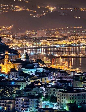 Ti aspettiamo nella fantastica città di Salerno B&B Salerno In Centro le tue vacanze di lusso ad un prezzo incredibile contattaci al n. 3791310496 per avere un preventivo a misura per te... approfitta degli sconti di questo periodo