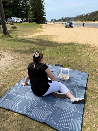 Get takeaway and enjoy on the lakefront with one of our picnic blankets