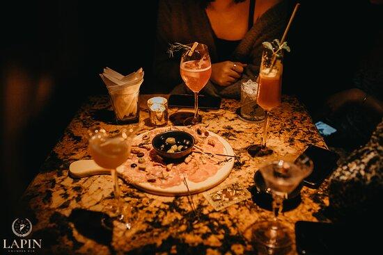 Signature cocktail & cool-cut