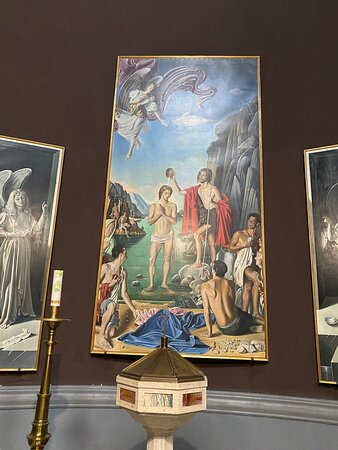 Just inside the entrance on the left  is the Baptistery with modern paitings  by Armenian artist  Gregor Sciltian with the 'Baptism of Christ' (1960-1962), surrounded bu nine large canvases,expressions of his magical realism.