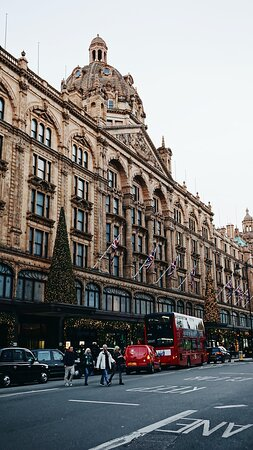 World famous Harrods department store is within short walking distance.