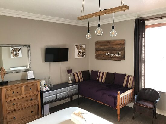 Room One - Can be used as a double, twin or triple en-suite.