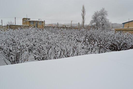 Snow semirom Apple Garden Restaurant برف سمیرم باغ رستوران و اقامتگاه بوم گردی خانه سیب سمیرم