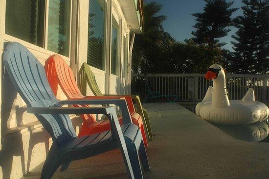 Cocoa Beach, FL: Dolphin Bay poolside