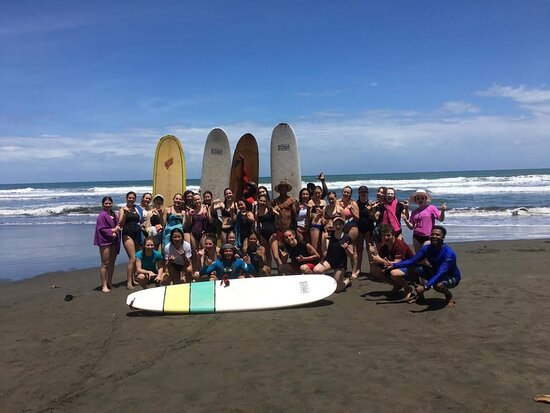 Cahuita, Costa Rica: Our surf school can accommodate a group of any size.