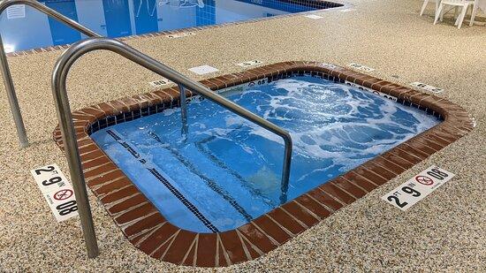 Estherville, IA: Indoor Hot Tub