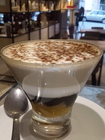 Experimente nosso delicioso Oranccino, A mistura de geléia de laranja, calda de chocolate, leite vaporizado e um excelente espresso.