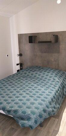 chambre parentale du Nirvana Duo, possibilité de louer la chambre seule, avec salle de bain privative et prestations hôtelières