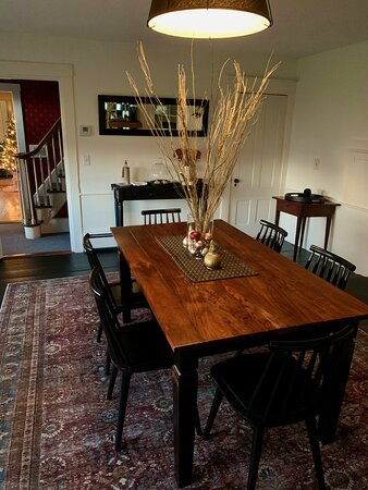 Dining room with Christmas table decor