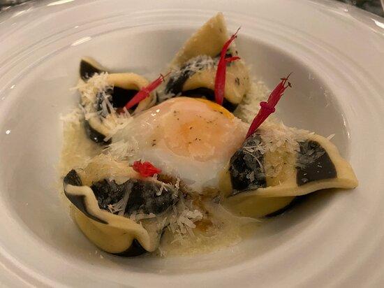 Degenfisch-Tortellini mit pochiertem Ei