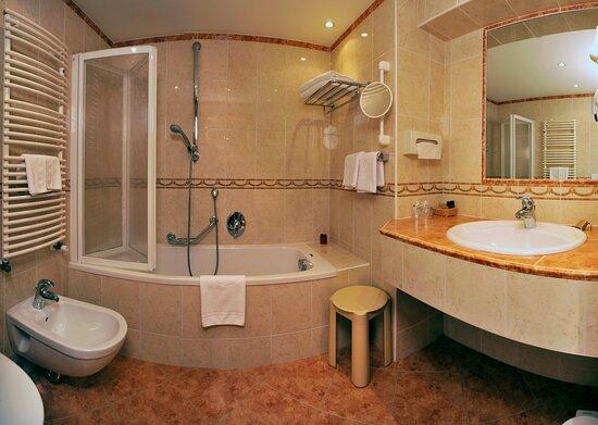 Fliessen im Valentino design   - Picture of Garni Hotel Concordia, Selva di Val Gardena - Tripadvisor