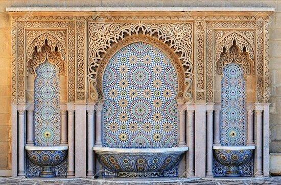 Au Maroc, il existe encore des personnes qui fabriquent la mosaïque de façon artisanale. Un travail dans le respect de la tradition et des techniques ancestrales. #Morocco #Moroccotours #toursmatours #toursma #voyageaumarocauthentique