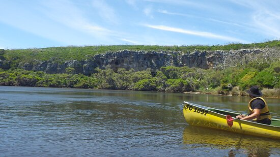 Margaret River Canoe Tour Including Lunch: we loved the cliff view so much