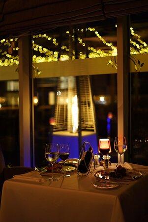 Muhteşem havaların keyfini, Tiene Vida Restaurant'ın harika atmosferinde, dünya mutfağına özgü müthiş yemeklerle çıkarın.