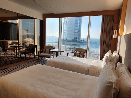 Jumeirah Beach Hotel: Room & View.