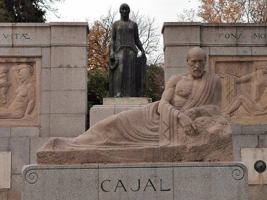 Monumento a Santiago Ramon y Cajal