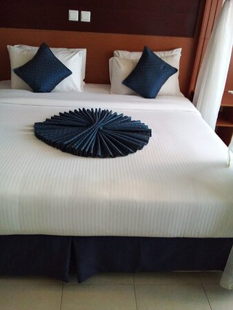 Homa Bay, Kenia: Well prepared bed at the time i entered the room. The room was fresh , neat and presentable with white colour bedsheets showing sign of cleanliness.