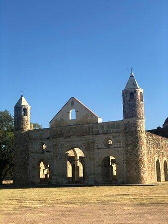 All inclusive:Monte Alban,Arrazola, Cuilapam,ex convent,San Bartolo Coyotepec: Una reliquia oaxaqueña