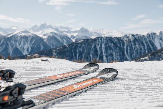 Skiing on Plan de Corones / Dolomiti Superski @BenjaminPfitscher