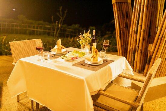 Bữa tối tại Nhà hàng Sunrise