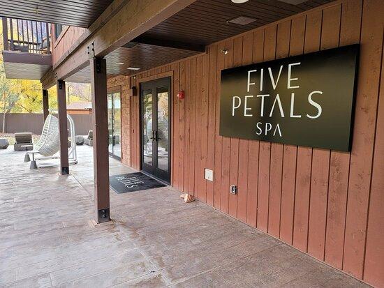Five Petals Spa At The Cliffrose