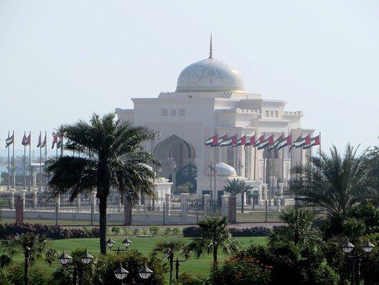 Emirates Palace Guided Tour with Cappuccino: atmosfera da favola