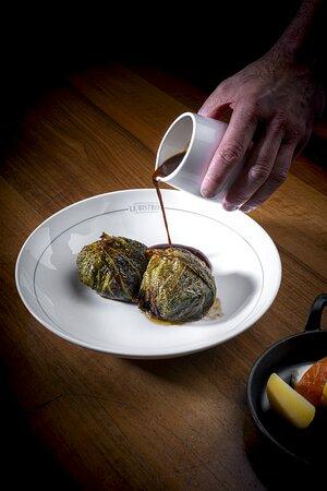 Choux farci d'effiloché de boeuf du Bistrot, et son escalope de foie-gras