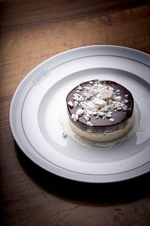 Le tout Suisse : bricelet fourré chocolat Felchlin, meringue glace de l'artisan glacier : crème double et chocolat