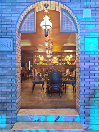 Entrance to the Emperor'z Lounge